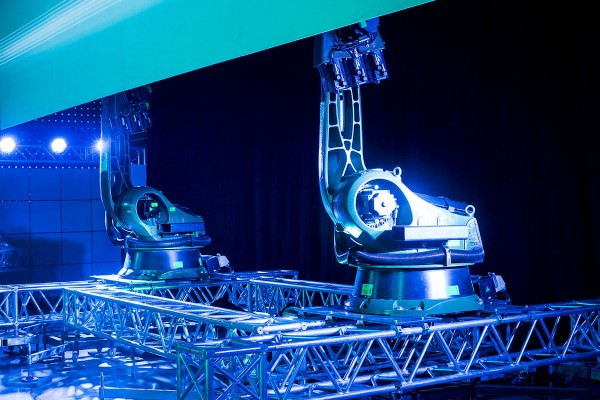 video mapping and industrial robots